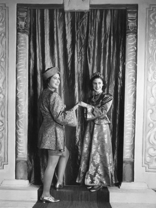 Принцессы Елизавета и Маргарет в домашнем театральном представлении