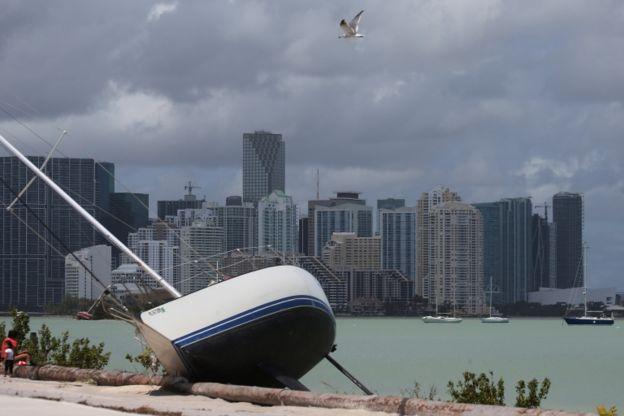 Los más pudientes en Miami pasaron el huracán bien aprovisionados y cuentan con seguros para cubrir los destrozos.