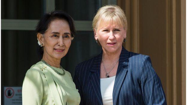 Ngoại trưởng Thụy Điển, Margot Wallström (phải)