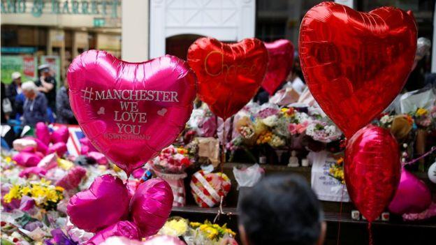 Flores para las víctimas de Manchester