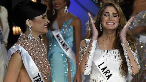 Mariam Habach, en el momento de ser premiada como Miss Venezuela en 2015.