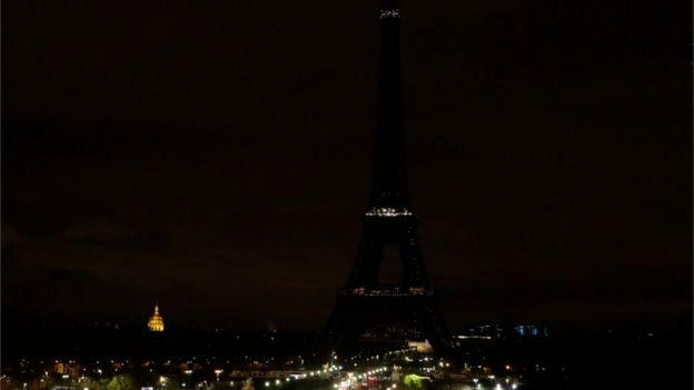 برج ایفل جمعه شب به احترام قربانیان مصر خاموش شد
