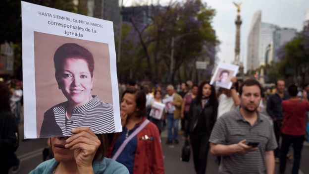 Protesta tras la muerte de la reportera mexicana Miroslava Breach.