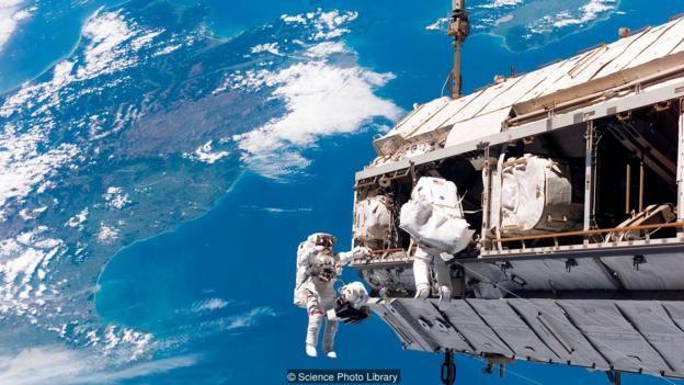 Khóa kéo thông thường sử dụng tốt nếu thời gian trên quỹ đạo là ngắn, nhưng với các chuyến bay lâu hơn ở Trạm Vũ Trụ Quốc Tế thì cần thiết kế lại.