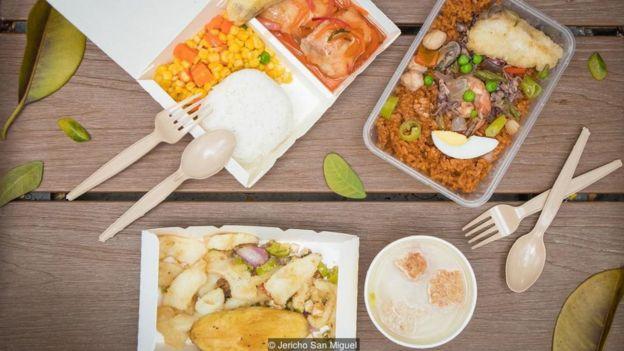 دکه سیار نهار - سیسیگ ماهی مرکب، پلوی مخلوط با غذای دریایی و گوشت خوک ترش و شیرین از دکه سیار لیریوس