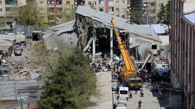 Aftermath of blast in Diyarbakir, 11 Apr 17