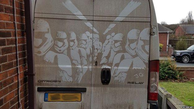"Штурмовики из ""Зведных войн"" на фургоне"