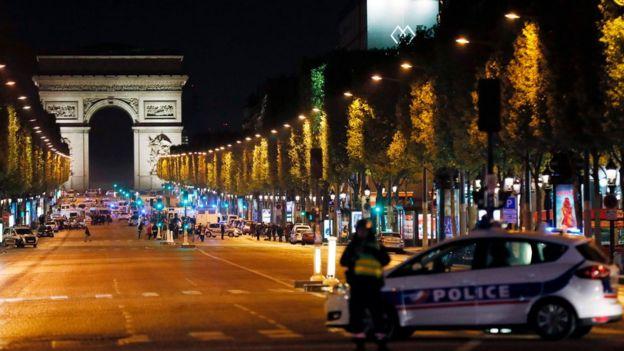 Террористы изИГ устроили теракт вцентре Парижа