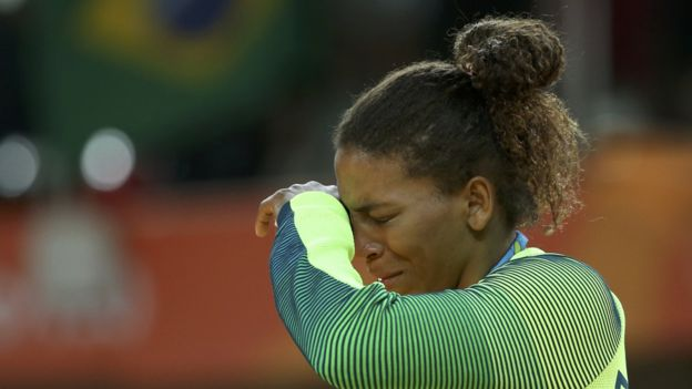 Rafaela Silva llorando tras ganar la medalla de oro