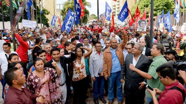 Simpatizantes del gobierno marchan en Caracas