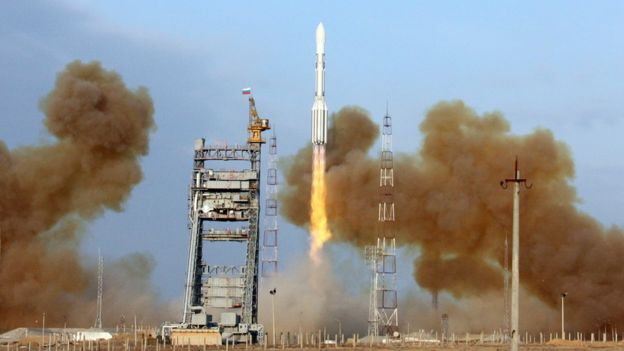 Старт российской ракеты-носителя с космодрома Байконур в Казахстане (14 декабря 2009 года)