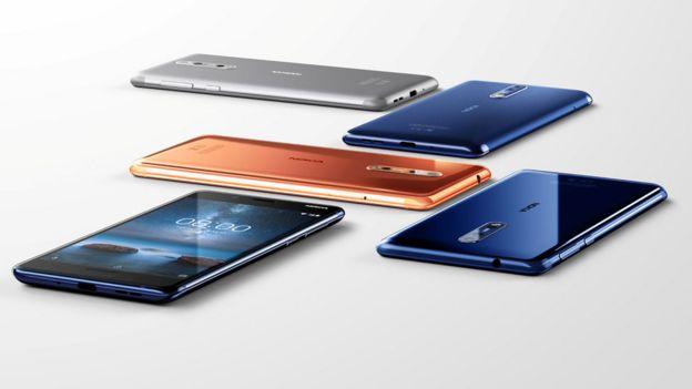 Diferentes celulares Nokia 8 de distintos colores