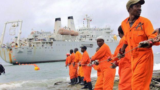 Colocando cables submarinos en África