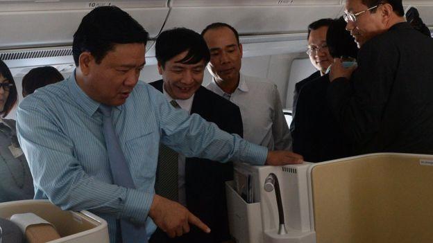 Ông Đinh La Thăng (trái)