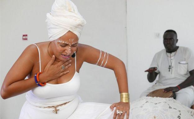 Maimouna performing
