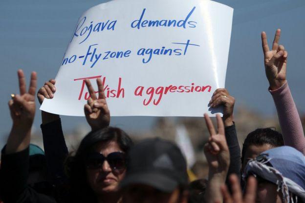 Türkiye sınırındaki Kamışlı kentinde düzenlenen gösterilerde