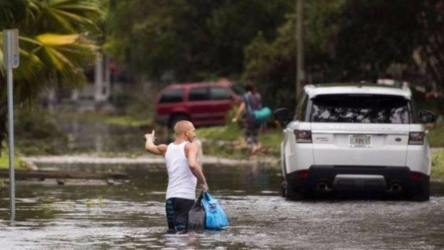 Bão đã suy yếu ở Florida và tại các thành phố lớn dọc theo bờ biển phía đông