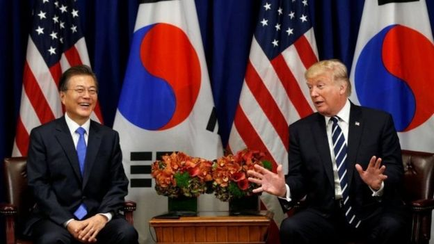 Tổng thống Trump đã gặp Tổng thống Nam Hàn, Moon Jae-in (trái) ở bên lề Đại hội đồng LHQ