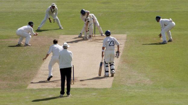 Escena de un partido de críquet