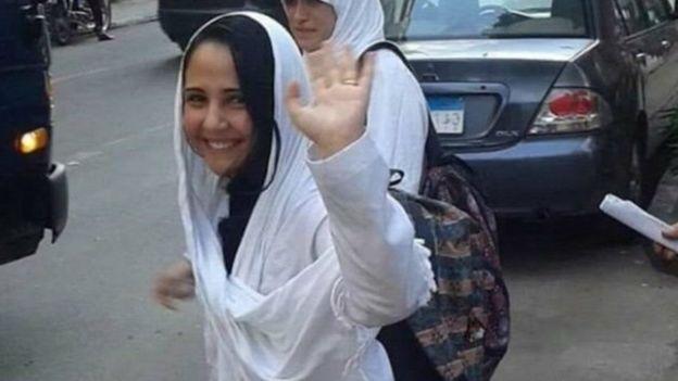 الناشطة آية حجازي تعود إلى الولايات المتحدة على متن طائرة عسكرية