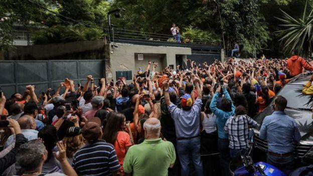 Leopoldo López con sus seguidores