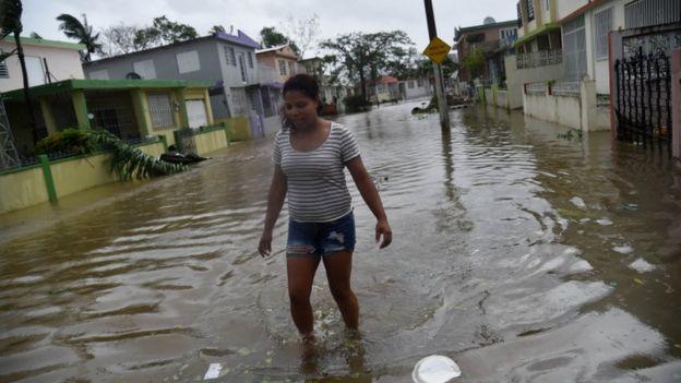 Ruas inundadas em Porto Rico.