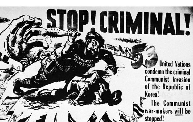Un cartel advierte de que las tropas de Naciones Unidas detendrán en Corea a