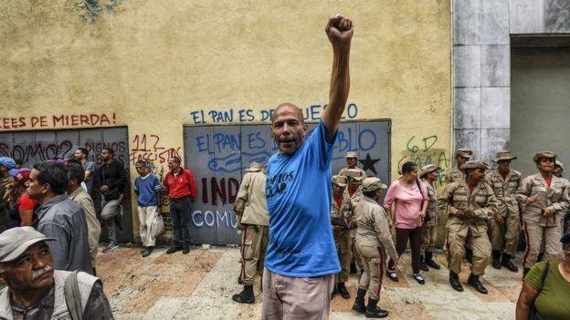 Chavezciler orduya, 'Bolvarcı devrimin güvencesi' olarak bakıyor