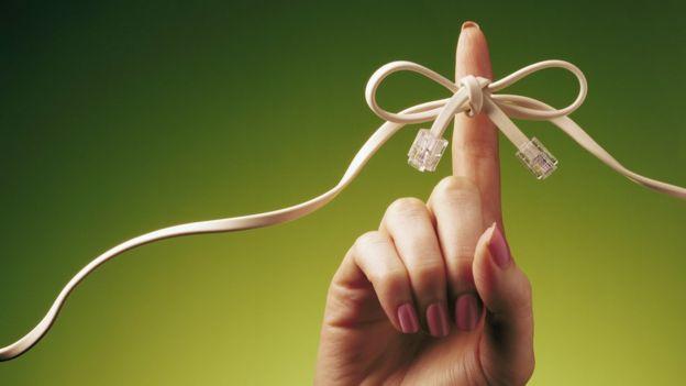 Cabo atado a um dedo