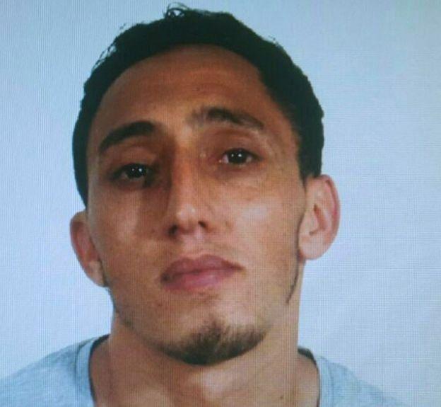 警方公布嫌疑人照片,該男子被指租用涉案的廂型貨車。
