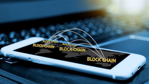 Celular com a palavras block chain