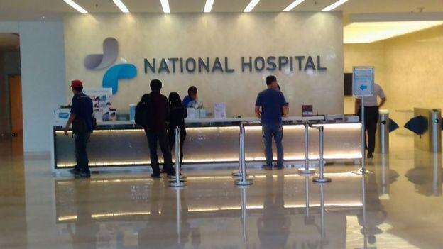 Rumah Sakit National Hospital di Surabaya menjadi sorotan lantaran oknum perawatnya diduga melakukan pelecehan seksual terhadap salah satu pasien.
