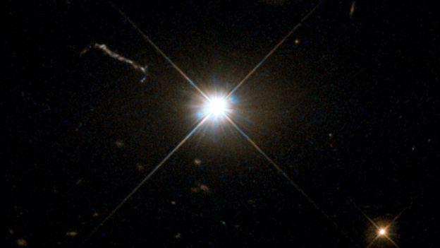 El épico agujero negro que se come un sol cada 2 días