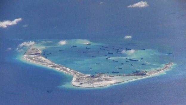 近年來,北京方面在南海的珊瑚礁上建設人工島。