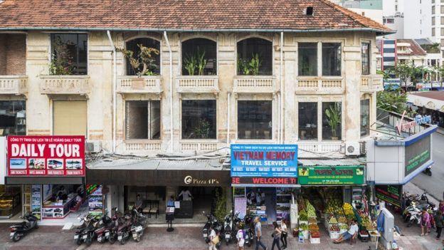 Nhà hàng được mở tại các khu trung tâm những thành phố lớn. Một trong các chi nhánh tại Tp HCM là cạnh chợ Bến Thành.