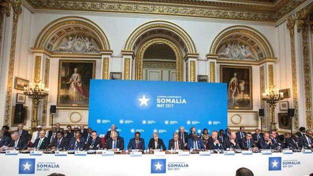Theresa May, le chef du gouvernement britannique a souhaité pour sa part que la conférence de Londres reflète le nouvel engagement de la communauté internationale à venir en aide à la Somalie.