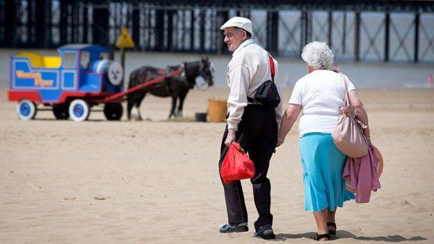 Yürüyen yaşlılar