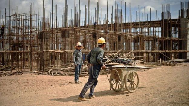 2015年,中国工人在吉布提的铁路工地