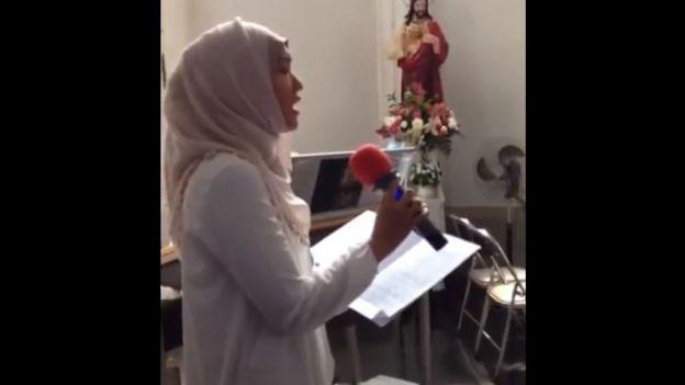 Rami Kinara menyanyikan Ave Maria di gereja untuk melepas seorang sahabat yang tutup usia.