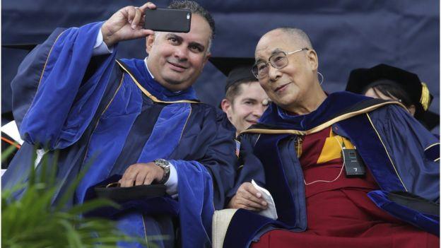 達賴喇嘛出席畢業禮。