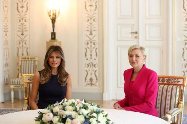6 Temmuz'da Varşova'daki Belweder Sarayı'nda düzenlenen hazır giyim toplantısı sırasında Polonya Birinci Lady Agata Kornauser-Duda (R) ve ABD Birinci Leydi Melania Trump (L)