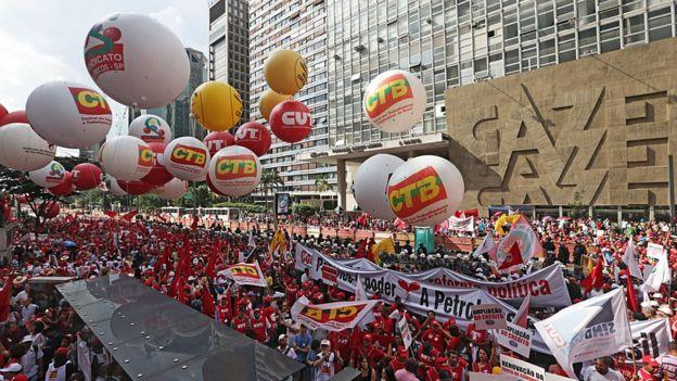 Professores da rede pública de ensino em greve em 2015