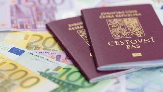pasaportlar ve para