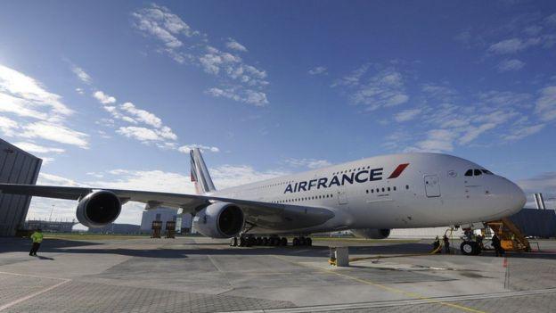 Air France ayaa ka mid ah diyaaradaha badalay qadkii ay ku duuli jireen cabsida gantaalada awgood.