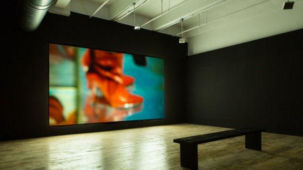 حلقهای که هر شش اثر نمایشگاه بینابین را به هم وصل می کرد، جستجوی هویتی بود که بازتاب شرایط اجتماعی - سیاسی ویژه خویش بود