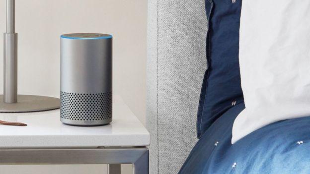 Alexa en una habitación. Foto: Amazon.