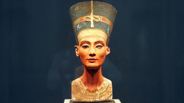 Busto de Nefertiti.