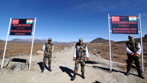 印度陸軍人員在阿魯納恰爾邦通往中國邊境的棒山口站崗(資料圖片)