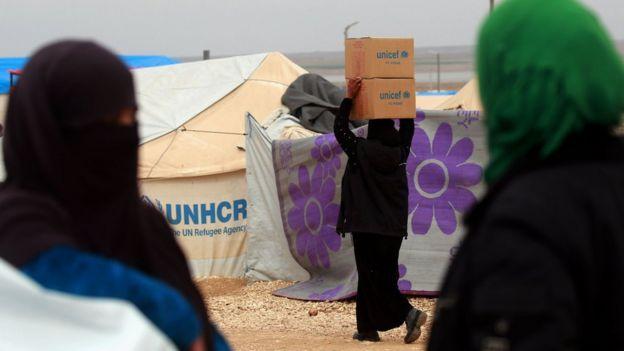 Suriye savaşı nedeniyle evlerini terk etmek zorunda kalan milyonlarca kişi uluslararası insani yardımlarla hayatta kalıyor.