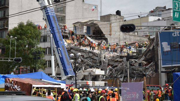 Operativo de rescate en Ciudad de México.